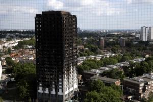 런던화재 인재 확인…당국 '죽음의 외장재' 16차례 방관