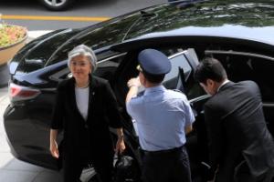 강경화 외교부 장관 취임…에쿠스 대신 쏘나타 선택한 이유는?