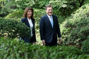 """문 대통령 """"북핵 문제, 조건 없는 대화 말한 적 없어"""""""