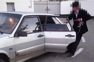 '어떻게 넣었지?' 승용차 뒷좌석서 발견된 도난당한 암소