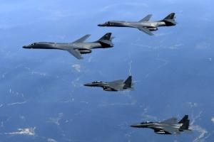 '죽음의 백조' 미 B-1B 폭격기 한반도 전개…북한 도발에 '강력 경고'