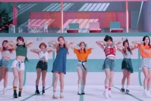 트와이스 'TT' 일본판 뮤비 공개, 한국판과 어떻게 다를까