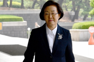 [서울포토] 자신만만한 표정으로 검찰 출석하는 신연희 강남구청장