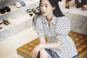 [포토] '일상이 화보'… 전지현, 청순 미모 돋보이는 쇼핑 모습 포착
