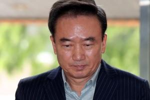 '여직원 성추행' 최호식  피의자 신분 경찰 출석