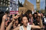 """런던 반정부 시위대 """"인…"""