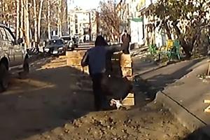 공사표지판 치우다 땅속으로 사라진 남성