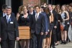 졸업식장에서 장례식을……