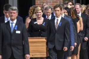 [포토] 졸업식장에서 장례식을…웜비어 장례 행렬