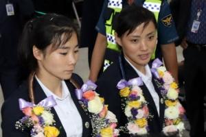 [포토] 입국하는 미모의 북한 여성 태권도 시범단