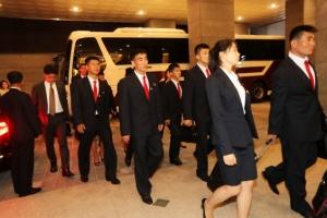 전북 호텔 도착한 북한 ITF 시범단 '피곤한 표정에 묵묵부답'