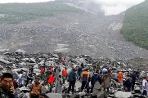 """중국 당국, """"쓰촨성 산사태 10명 사망·93명 실종""""으로 정정"""