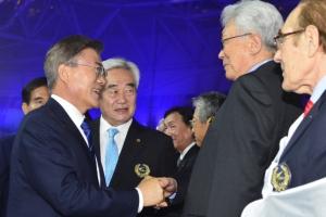 문 대통령 평창올림픽 남북단일팀 제안···북한 태권도 시범단 환영