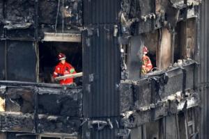 '그렌펠 타워 화재' 이후 영국 아파트 긴급 안전 점검…모두 불합격