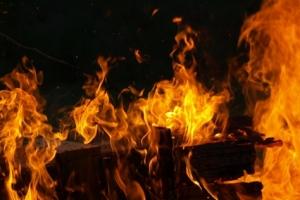 청주 아파트에서 화재…변전실 불타 480가구 정전