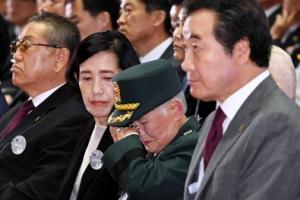 [서울포토] '이제 울지마세요'…6·25 전쟁 발발 67주년 기념식