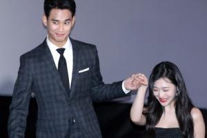 [포토] 김수현, 매너까지 갖춘 남자