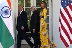 [포토] 화려한 패션 돋보이는 멜라니 트럼프