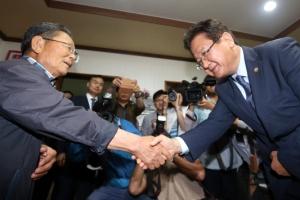 성주 간 국방차관… 꼬인 '사드 실타래' 푸나