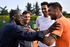 이탈리아 축구 레전드 말디니, 테니스 전업 데뷔전 패배