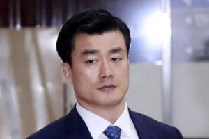 """'朴비선진료 방조' 이영선 법정구속에 """"이게 나라냐, 다 가둬라"""" 소란"""
