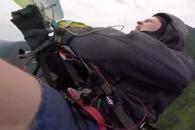 낙하산 엉켜 추락한 패러글라이더 극적으로 생존