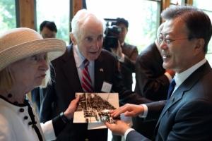 '행동 대 행동' 북핵 2단계 해법 제시…文대통령 한반도 비핵화 주도 의지