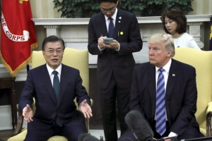 문 대통령·트럼프, 첫 단독 정상회담 이어 확대 정상회담