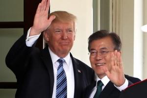 """트럼프 """"지금 한미 FTA 재협상…문 대통령과 관계 매우 좋다"""""""