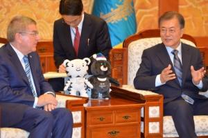 [서울포토] 문재인 대통령, 토마스 바흐 IOC 위원장 접견