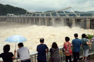 물 폭탄·가뭄 피해 동시에 앓는 한반도