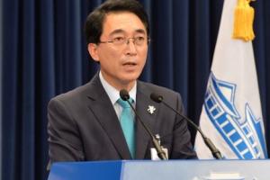 [서울포토] 검찰총장 인사 발표하는 박수현 대변인