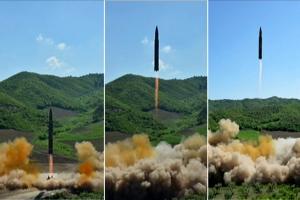 """청와대 """"북한 미사일 발사 징후 없어""""…ICBM급 추가 도발 예의주시"""