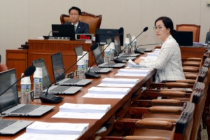 [서울포토] '나홀로 참석' 김현아 자유한국당 의원