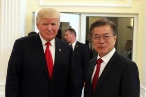 한·미·일 정상 만찬, 재회한 문재인·트럼프…북한 도발에 '의기투합'