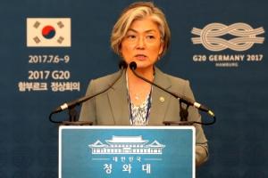 강경화 장관, 청와대 대변인으로 깜짝 변신