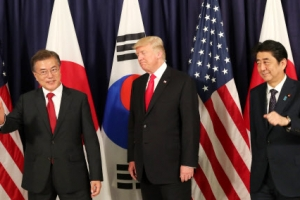 """韓·美·日 """"한반도 비핵화 평화적으로 달성"""""""