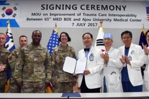 [서울포토] 아주대의료원, 미 육군 65의무여단과 MOU 체결
