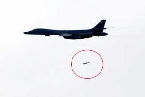미 B-1B 랜서 전략폭격기는 죽음의 백조