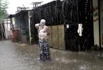 비누칠하고 '빗물에 샤워…