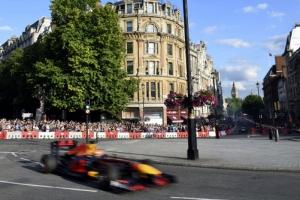[포토] 런던 도심을 질주하는 자동차 'F1 라이브 이벤트'