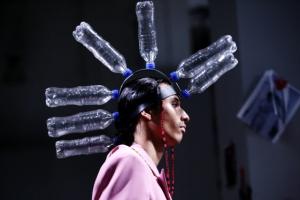 [포토] '페트병'으로 완성한 패션