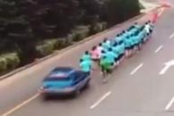 단체 조깅 중이던 사람들 덮친 택시…누리꾼 갑론을박