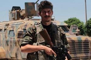 IS와 최전선서 싸우다 쓰러진… '월가 점령' 시위 상징