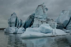 빙하에 녹아든 위장 예술가 '리우 볼린'