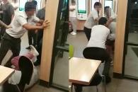 음식 던진 고객 집단폭행한 맥도날드 직원들