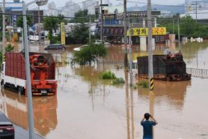 [서울포토] '물의 도시'로 변한 청주 동네 풍경