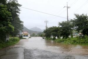 괴산댐·백곡저수지 방류…주민 260여명 대피 명령