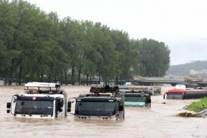 기록적 폭우 내린 충청지역…청주 무심천 등 한때 '위험 수위'