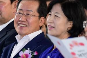 """홍준표 """"'집 가서 애나 봐' 발언 죄송"""" 추미애에 첫 공식사과"""